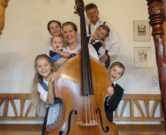 Zenés táncház az osztrák Ramminger családdal